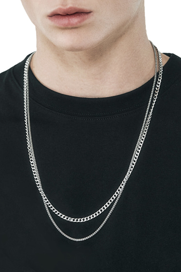 mid+low thin necklace