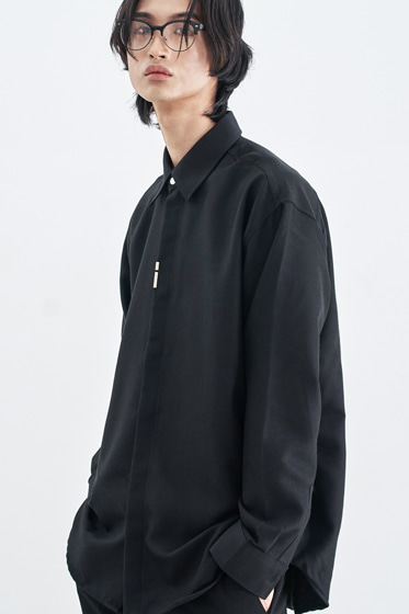 VERTICAL TIP BASIC SHIRT RELAXED FIT BLACK